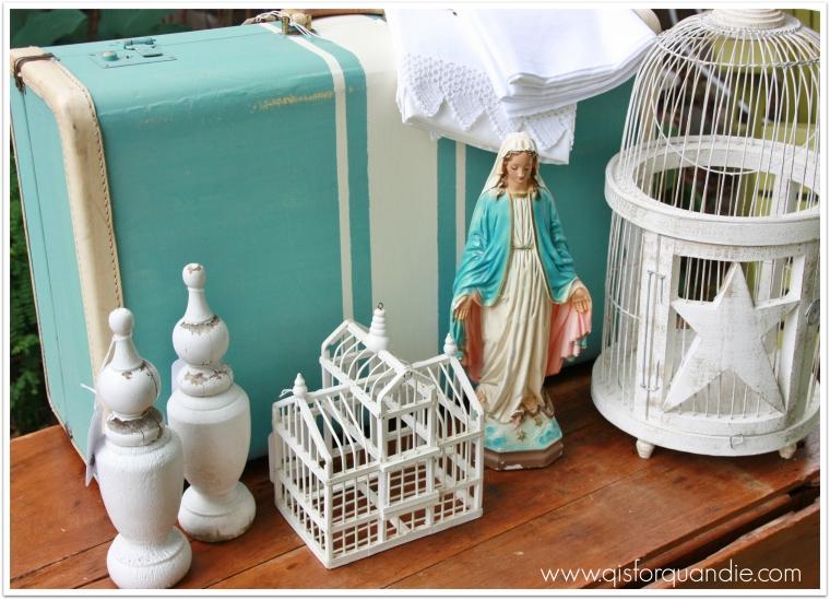 carriage house aqua and white