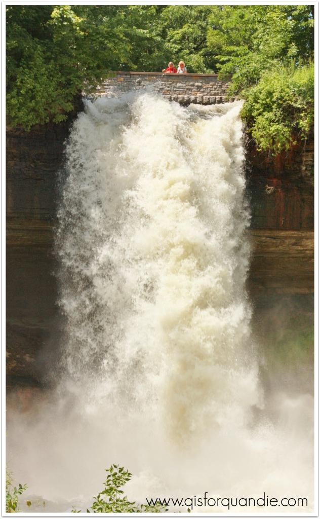 minnehaha falls bottom