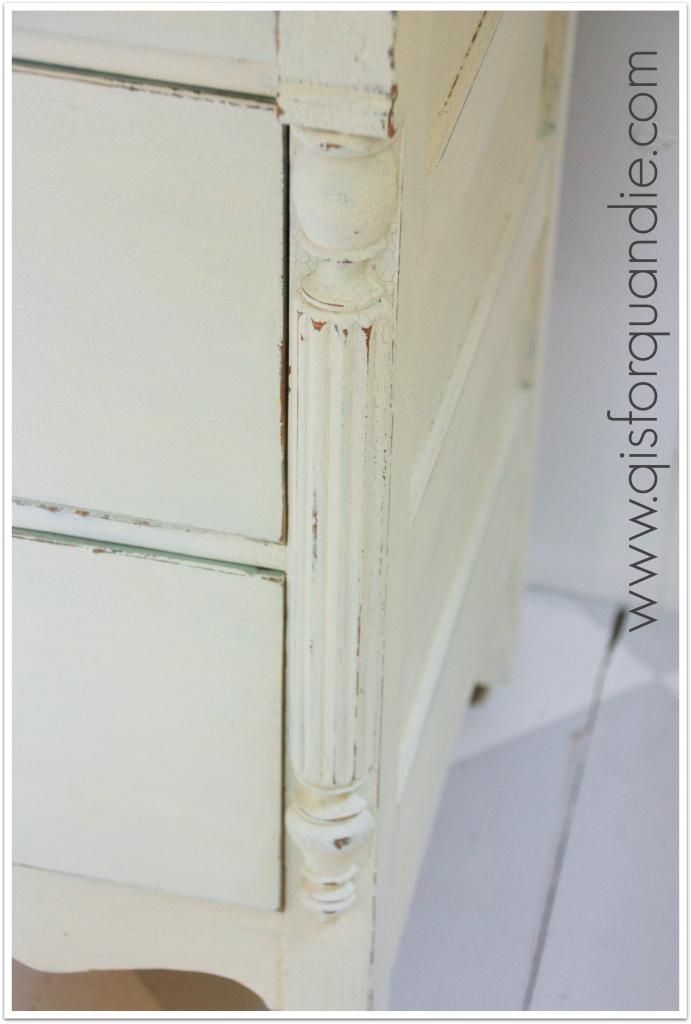 crackled linen side detail