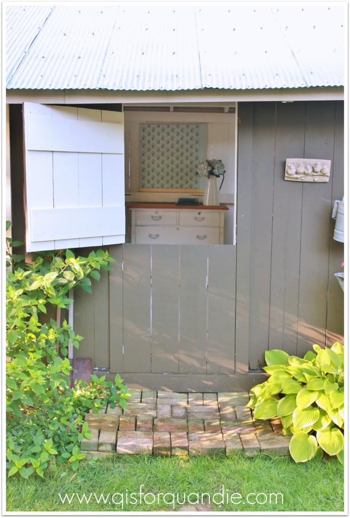photo cottage exterior