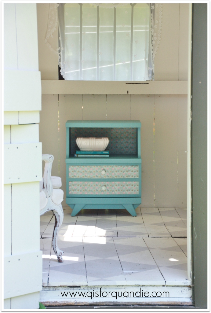 Provence nightstand in cottage