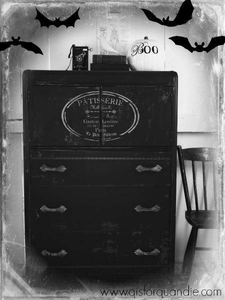 boo dresser with bats