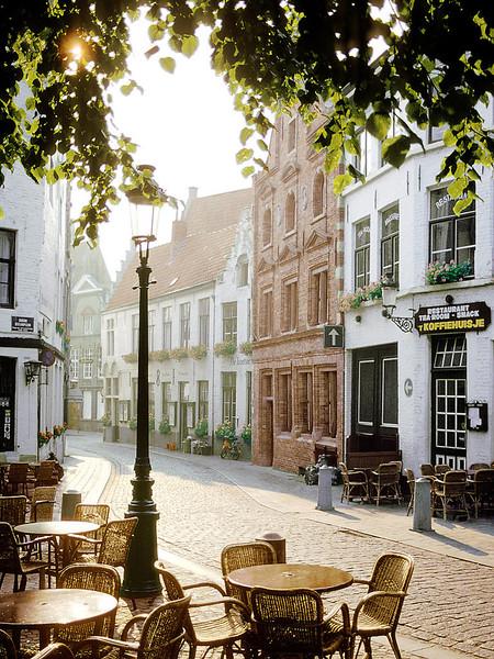 cafe-scene-BRUGGES_BELGIUM_1_grande