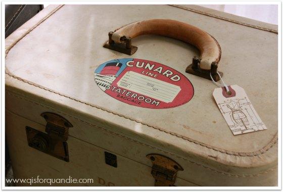 vintage train case 1