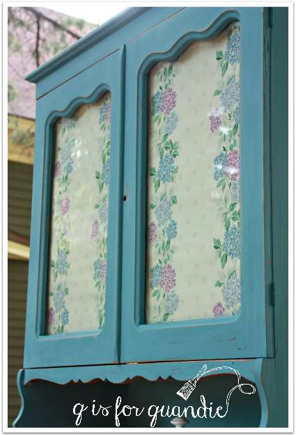 farmhouse cupboard wallpaper