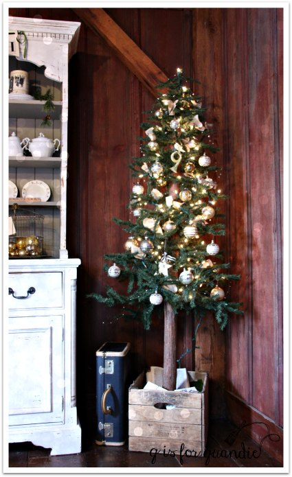 tour dining room tree
