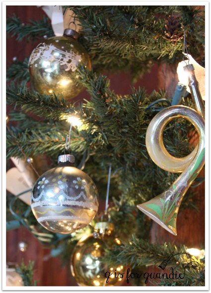 tour tree gold ornaments
