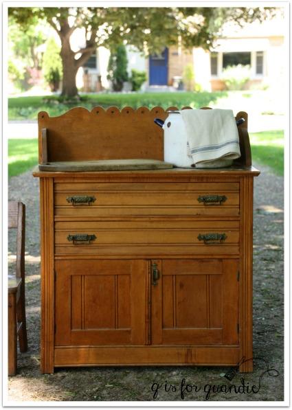 Linden Hills wash stand