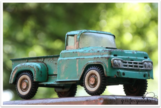 roseville photogenic truck