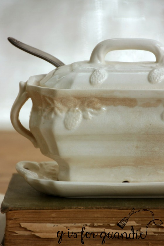 gravy-boat-with-lid