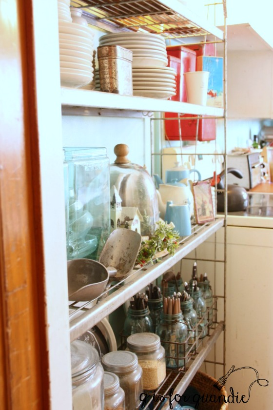amys-kitchen-shelves