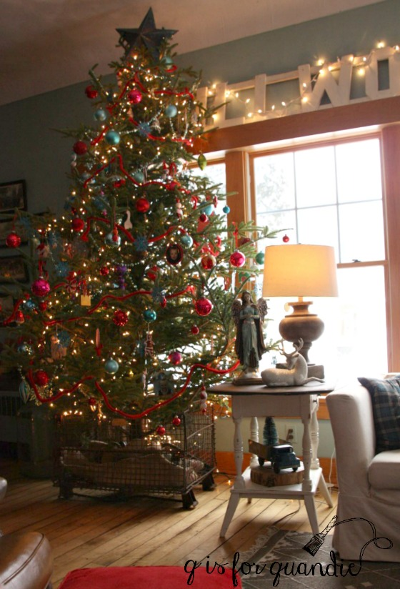 amys-living-room-tree